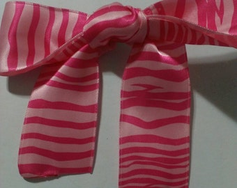 Pink zebra stripped clip in bow