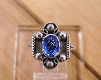 Elegant Sterling Silver Blue Glass Ring size 8