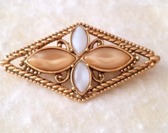 STUNNING Vintage Gold Tone Rope Pattern Glass Bead Geometric Brooch.