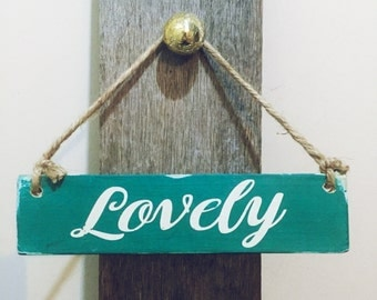 "Reclaimed wood sign ""Lovely"" in vintage style"