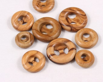 5 buttons 18 or 28mm, wood, 2 holes (4552)