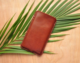 Peronsalised Simple Leather Phone Case / Iphone Pouch / Mobile Sleeve in Cognac