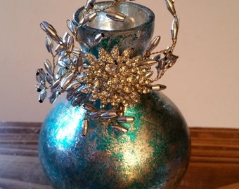 Glass vase with beads