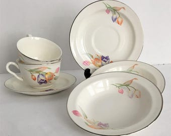 Hall Superior Quality Dinnerware Lunch Set Tulip Pattern Pair Tea Cups with Saucers and Small Bowls