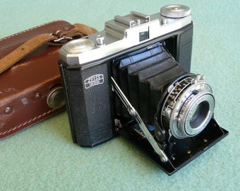 Zeiss Ikon Nettar with Novar Anastigmat 1:4,5 and f = 75 mm and case.
