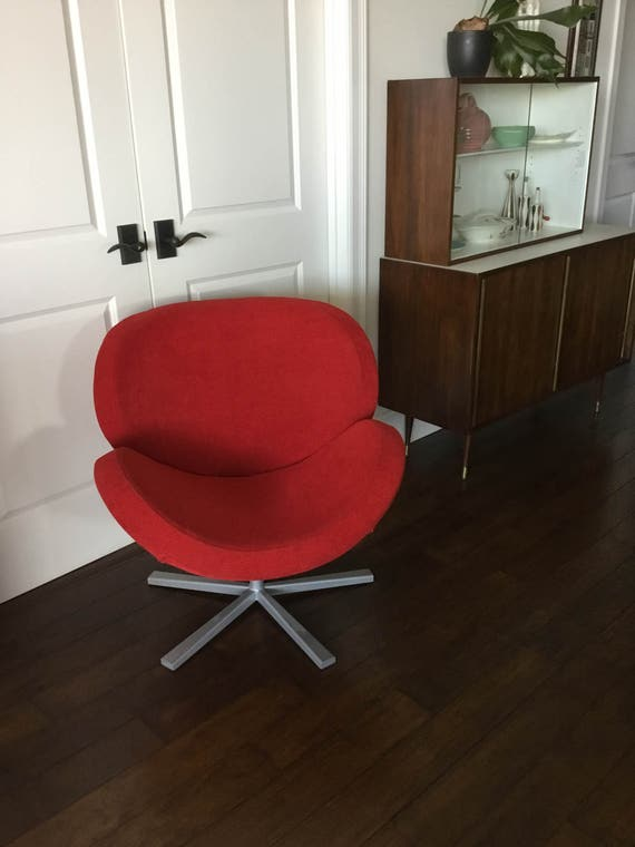 Beautiful 1970s Contemporary Vintage Red Chair With Metal Legs Swan Chair Style Perfect Statement Chair