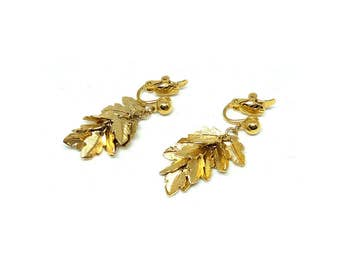 Trifari Earrings | Vintage 1970s Earrings | Vintage Clip on Earrings | Gold Earrings | Leaf Earrings | Clip on Earrings | Designer Clips