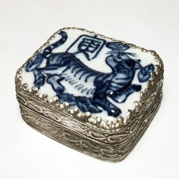Vintage Chinese Shard Box Tiger Trinket Porcelain Blue White