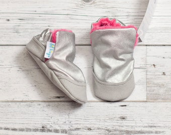Silver Metallic Faux leather  and faux fur Baby Shoe, Soft Sole Baby Shoe, faux fur Baby Booties, Non Slip, Handmade,  Baby Moccasins