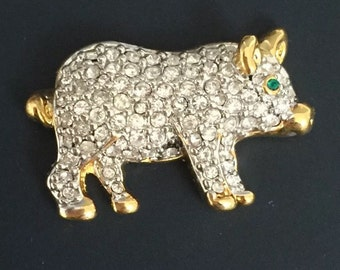 Adorable Vintage Pig Pin .