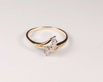 14K Yellow Gold Diamond Chip Ring, 1.65 grams, size 6.5