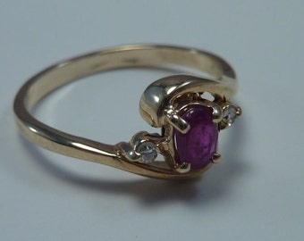 14K Yellow Gold Ruby and Diamond Chip Ring, 2.2 grams, size 6.5