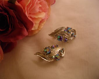 Beautiful , sparkling , vintage clip on earrings