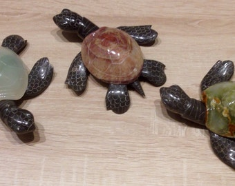 Great collection of semiprecious stone, French sculpture turtle