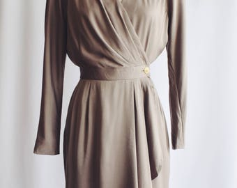 Dress khaki cross