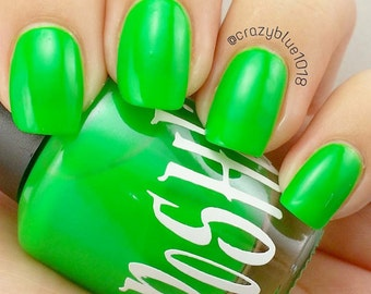 "Unique ""Gleaming Green"" Neon Green (Fluorescent) Nail Polish Full Size 15ml Bottle"