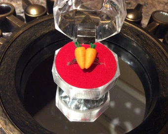 2 Carrot ring Comes in ring box! Red, white or black, engagement ring, promise ring