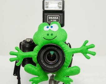Camera buddy Photography accessory Camera lens buddy Photographer helper Camera accessory Photo helper Camera gift Funny felt frog Felt toy