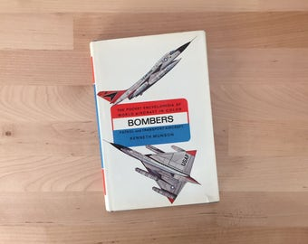 Vintage 1966 Bombers: Pocket Encyclopedia of World Aircraft in Color Patrol and Transport Aircraft, Kenneth Munson B-52 FB-111 B-58 Hunter
