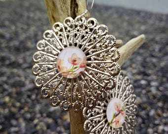 Small floral filigree earrings with cabochon