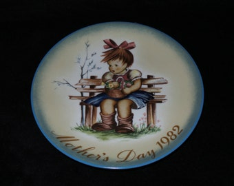"""1982 Schmid Mother's Day """"The Flower Basket"""" Collector Plate Inspired by Berta Hummel"""