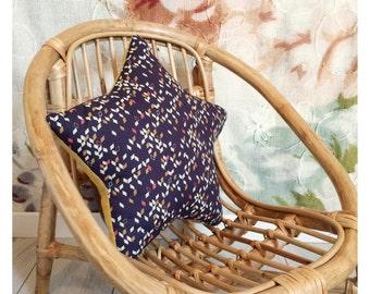 Deco cushion sea star / yellow to geometric patterns
