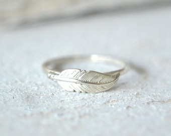 Feather Ring. Silver Feather Ring, Boho Ring, Dainty Feather Ring, Feather Stacking Ring, Bohemian Rings, Chic Ring