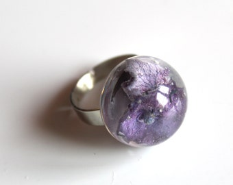 Ring silver with a half resin ball and purple hydrangea inside
