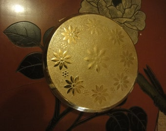 Stratton Ladies Compact with mirror    dia  = 8cm in gold