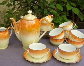 Former coffee in fine porcelain