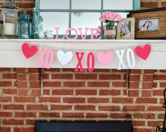 VALENTINES DAY BANNER | Valentines Day Decor | Valentines Day Gift  | Hugs and Kisses | Love Garland | Candy Hearts | xoxo