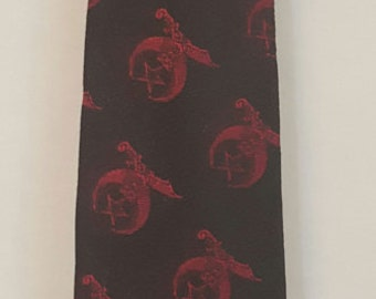 Vintage 60s Two-Tone Mod Stylish Red and Black Shiny SHRINERS Logo Print Sharkskin Tie Metallic Masons