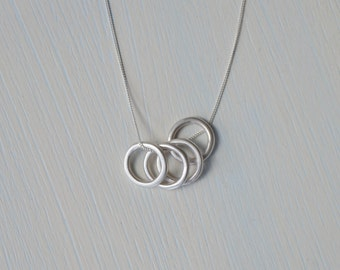 Sterling Silver Circles Necklace | Minimalist Pendant Necklace | Silver Circle Necklace