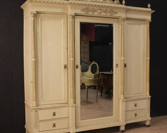 Great Italian lacquered and gilt wardrobe in Louis XVI style