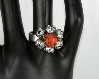 Vintage 1950s / 1960s Flower Ring With Central Coral-Coloured Adventurine Glass Stone