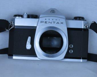 PENTAX SL,35mm reflex camera, M42 screw mount, body only,EXC