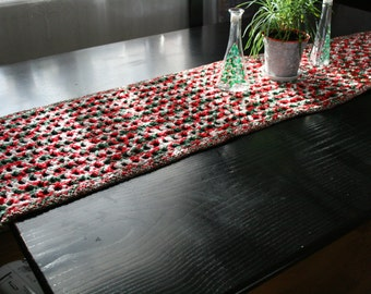 Christmas is coming - Festive Table Runner