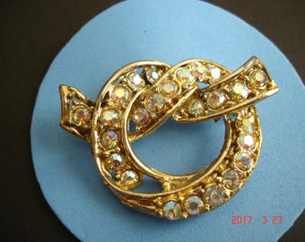 Vintage Goldtone Tied Knot Brooch with Rhinestone Decoration