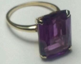 14K Yellow Gold Rectangular Shaped Amethyst Gemstone Ring Size 7.5