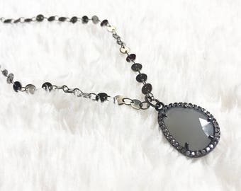 Short gunmetal necklace with pendant