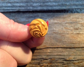 Vintage Carved Screwback Earrings - -yellow/wooden look