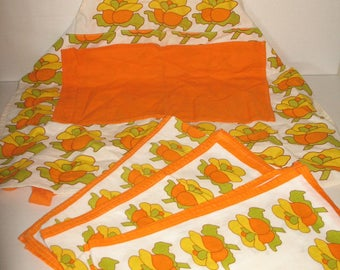 Vintage 70s kitchen apron and 3 kitchen towels