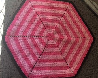 Hexagonal doll blankets