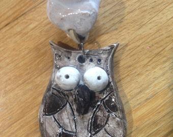Ciondolo in ceramica, con gufo marrone/ Clay pendant, with brown owl