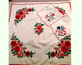 Vintage Mid Century Hand Embroidered Tablecloth Set with 2 Napkins