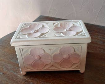 White and pink box