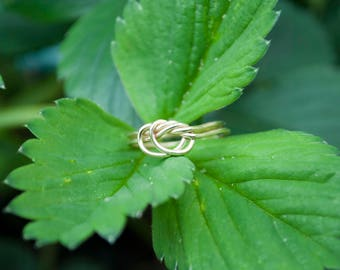 Double knot brass ring