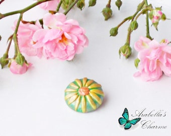 Brooch with flower daisy yellow and green made with polymer clay