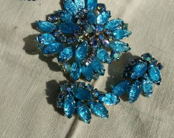 1950s Brooch with earrings.. this is an amazing set, the stones are beautiful and in excellent condition! True vintage!