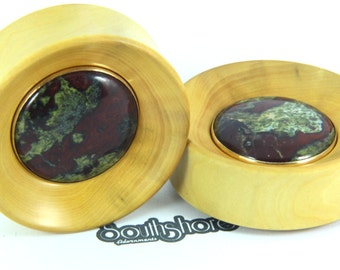 "Boxwood + Dragon blood jasper in brass | 51mm (2"") 
